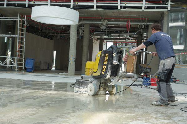 geschliffener Industrieboden, Beton, Estrich, Nassschleifverfahren